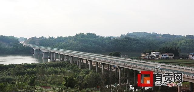 自隆高速连起四条出市高速大通道——自隆高速建成通车前夕探营