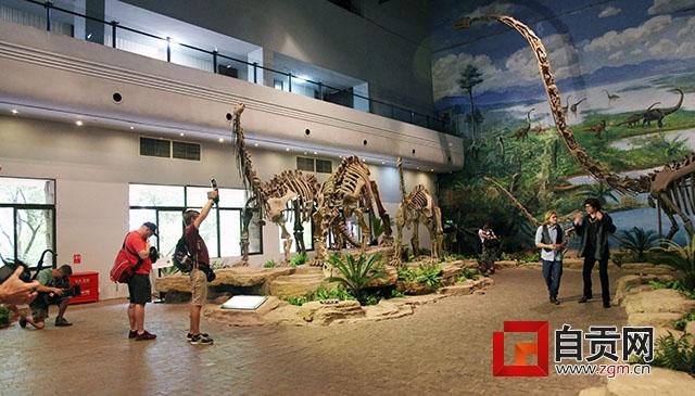 英国BBC拍摄自贡恐龙的故事